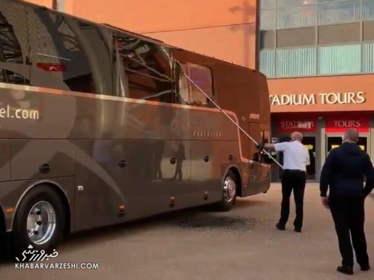 عکس| بلایی که هواداران لیورپول بر سر اتوبوس رئال آوردند!/ زیدان جان سالم به در برد!